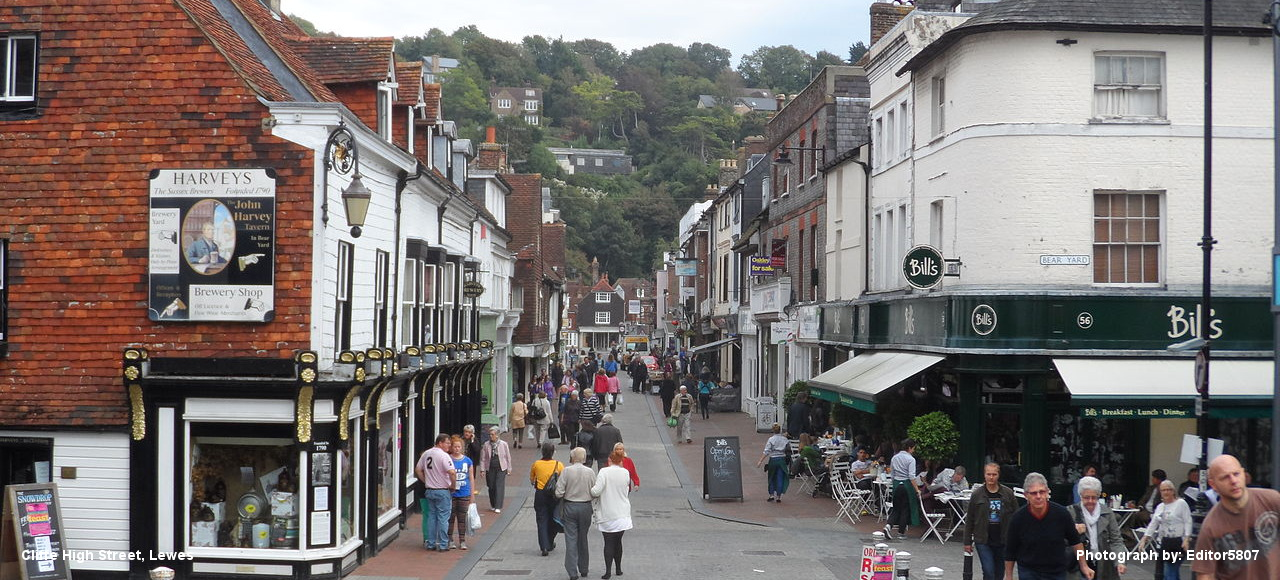 Lewes_Cliffe_High_Street_in_September_2013_3